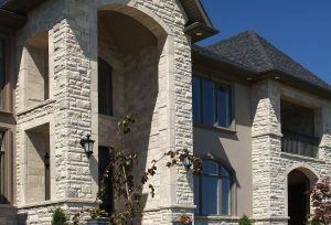 Chamfer Portico & Terra Walling in Essex Blend and North Cerney – Accessories in Essex Blend: Arch Stones, Rock Face Keystone, Rock Face Sills and Smooth Jambs